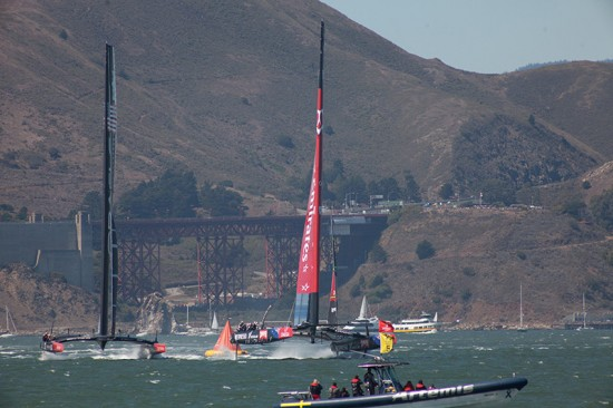 boats turning, golden gate in the background